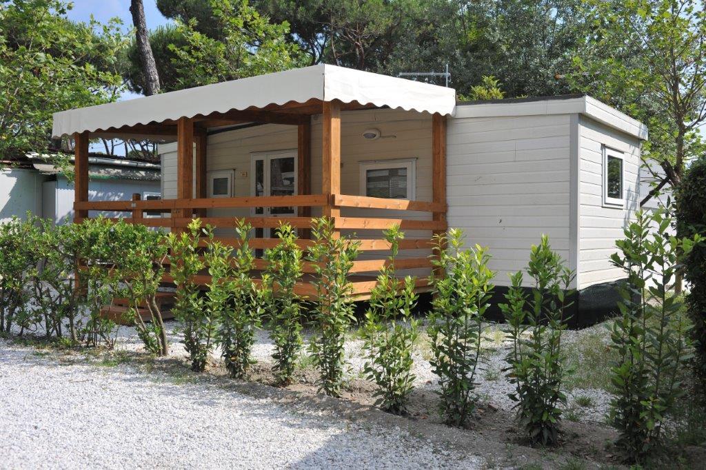 Immagini camping europa in localit partaccia bungalows for Fantastici disegni di bungalow